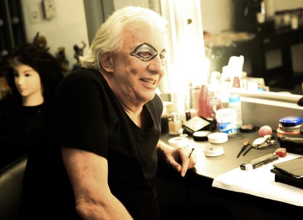 Marco Nanini se prepara no camarim do Teatro Paulo Autran (Foto: Marcos Ribas/Brazil News)
