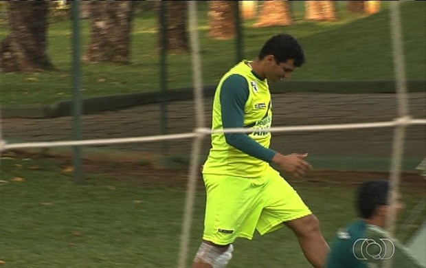 Neto Baiano, atacante do Goiás (Foto: Reprodução/TV Anhanguera)