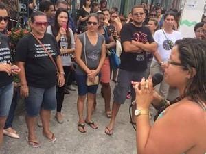 Manifestação aconteceu na manhã desta quarta (Foto: Denise Sousa/Sepe Lagos)