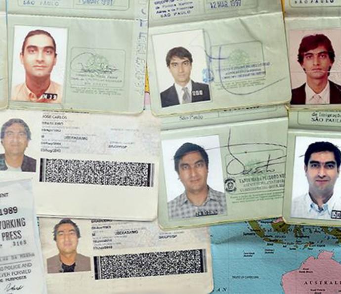 Alguns dos 14 passaportes de Zeca Camargo que registram a visitas a 104 países (Foto: Divulgação)