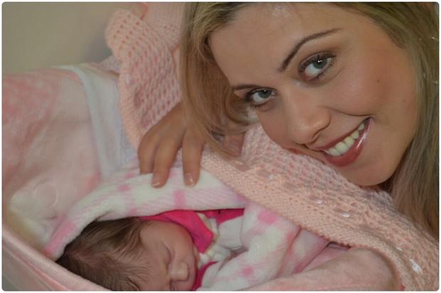 Aline Kezh com a filha, Laura (Foto: Arquivo Pessoal)