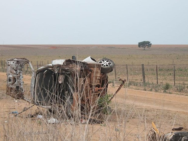 Enfermeira estava sozinha no carro e morreu depois de ser arremessada contra o vidro traseiro do veículo (Foto: Ítalo Berto/ Clique F5)