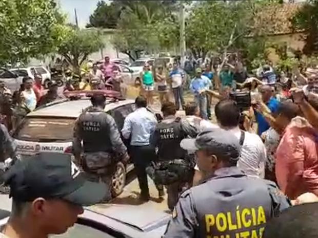 Vereadores de Torixoréu foram detidos durante posse e levados para delegacia (Foto: Reprodução)