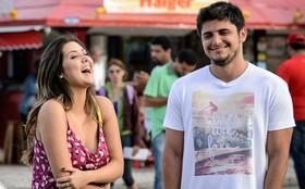 Polliana Aleixo cai na gargalhada durante gravação de 'Em Família'
