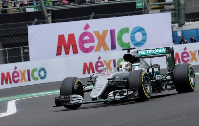Lewis Hamilton no treino classificatório para o GP do México (Foto: Reuters)