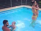Luana Piovani posa com a família em dia de piscina
