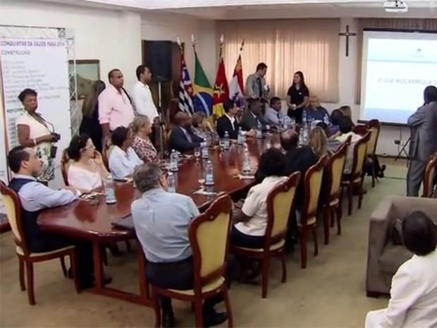 Representantes de Moçambique estiveram em São Vicente, SP (Foto: Reprodução / TV Tribuna)