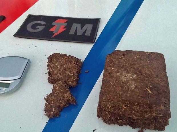 Polícia Militar apreendeu 1,1 kg de maconha em Taguatinga, no Distrito Federal (Foto: Polícia Militar/Divulgação)