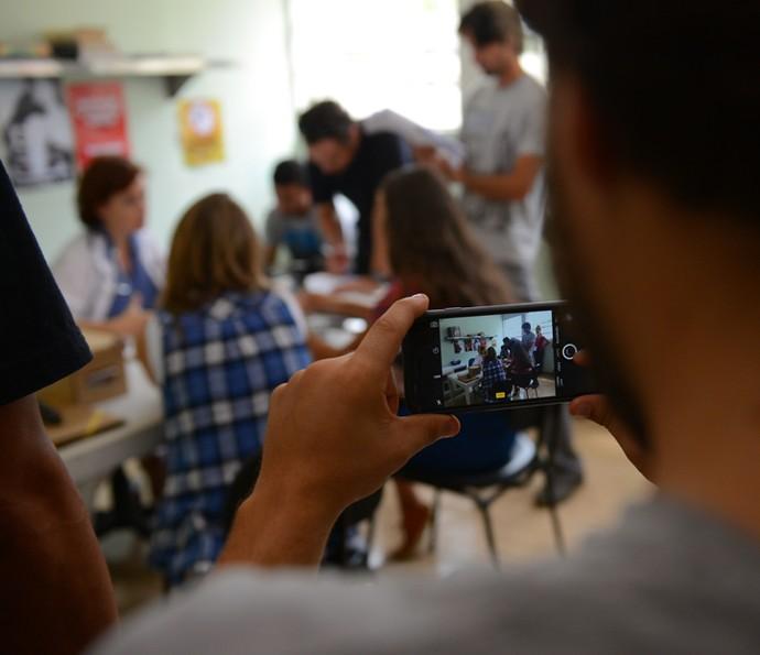 Câmeras e celulares por todos os lados (Foto: Pedro Carrilho/Gshow)
