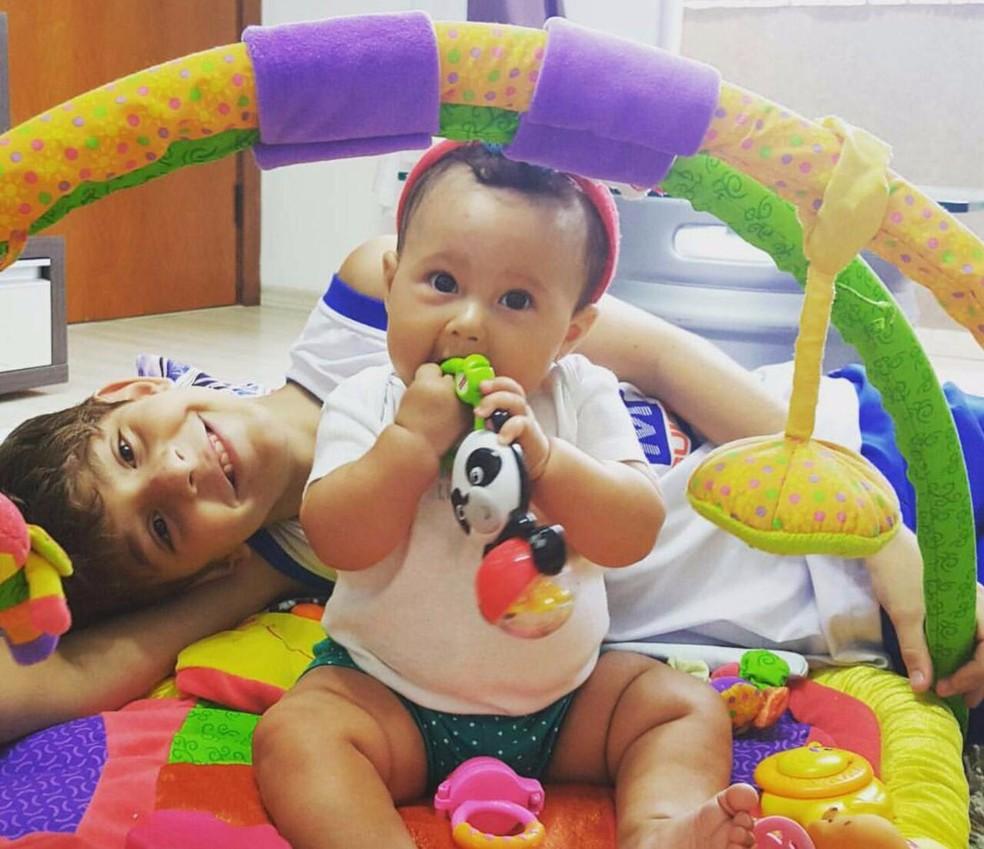 Mãe conta que Kauã tinha xodó pela sobrinha Manu, filha de Daniella (Foto: Rosangela Muraro/Arquivo Pessoal)