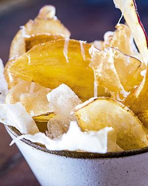 Chips de raízes com sal de limão picante (Foto: Ligia Skowronski/Editora Globo)