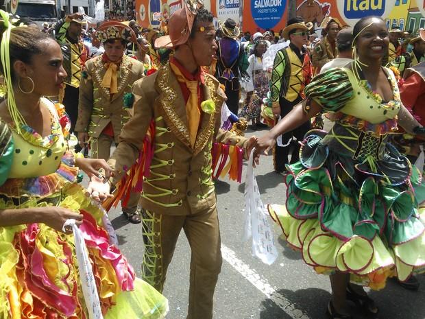 Quadrilha junina anima o folião no Campo Grande (Foto: Midiã Noelle/G1)
