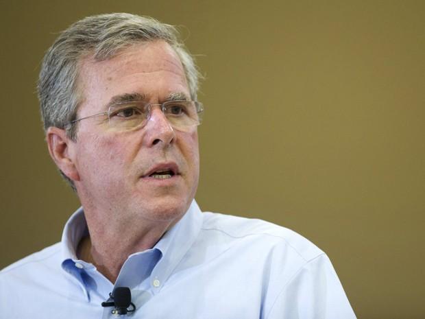 Jeb Bush participa de evento de campanha em Barrington, New Hampshire, no dia 7 de agosto (Foto: Reuters/Gretchen Ertl)