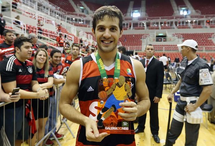 Nicolás Laprovittola troféu final basquete Flamengo NBB (Foto: André Durão / Globoesporte.com)