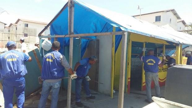 Construções demolidas estavam fora do padrão exigido pela prefeitura (Foto: Derek Gustavo/G1)