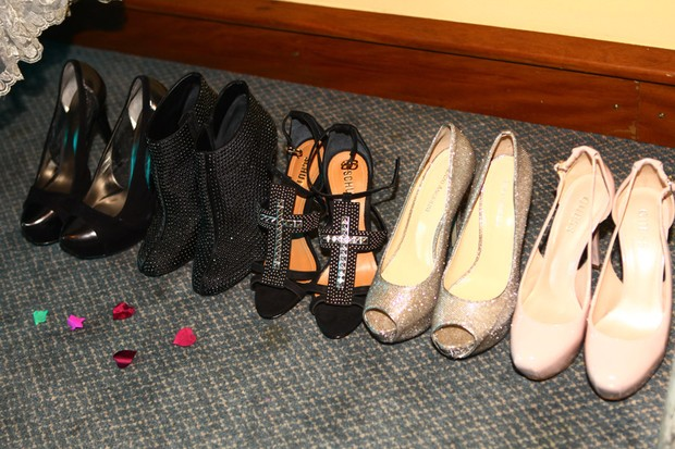 As opções de sapatos de Lívian Aragão para a grande noite (Foto: Iwi Onodera/EGO)