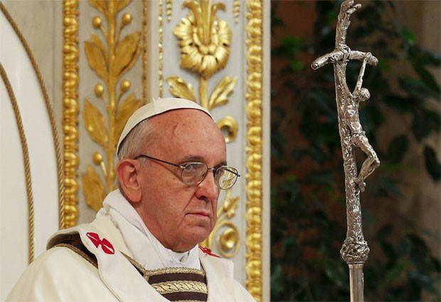 Papa Francisco durante missa na Basílica de São Pedro, no Vaticano, neste domingo (14) (Foto: Max Rossi/Reuters)