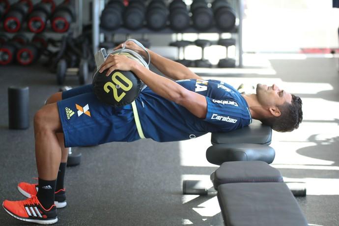 Ederson se recupera de lesão em treino na academia do Flamengo (Foto: Gilvan de Souza / Flamengo)