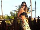 Na Bahia, Amanda Françozo exibe boa forma e fala da estreia no cinema