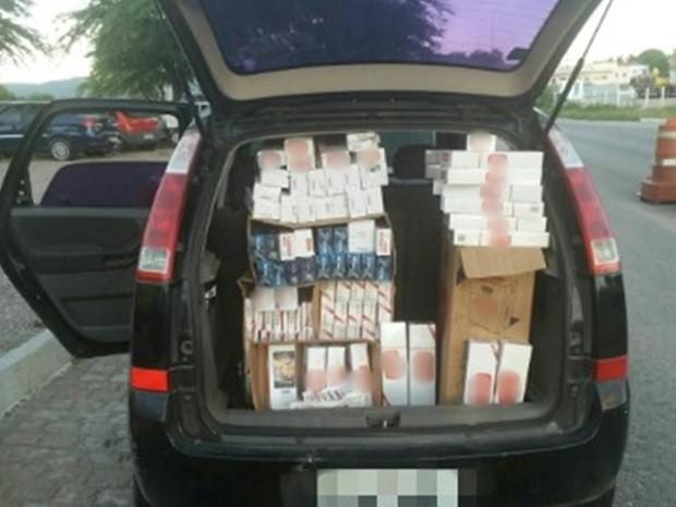 Materia apreendido em Sertânia foi comprado em Caruaru e seria vendido em Arcoverde, diz polícia (Foto: Divulgação/PRF)