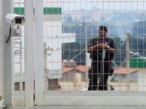 Segurança faz segurança de centro logístico roubado em Campinas, SP (Foto: Reprodução / EPTV)