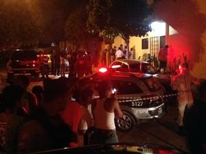 Polícia cercou a casa do suspeito de participar do sumiço de Fernanda Ellen (Foto: Walter Paparazzo/G1)