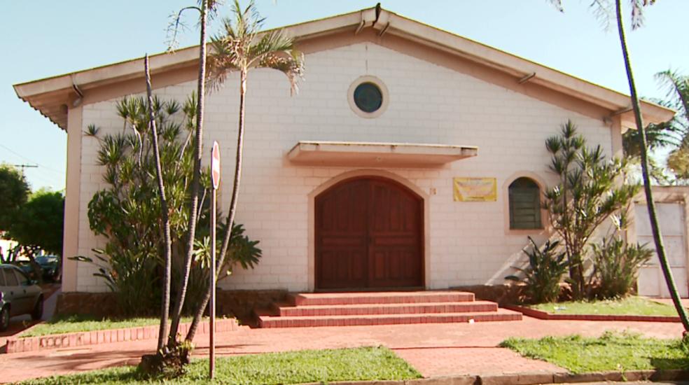 Igreja que foi alvo de grupo fica no bairro Jardim Presidente Dutra, em Ribeirão Preto (Foto: Reprodução / EPTV)
