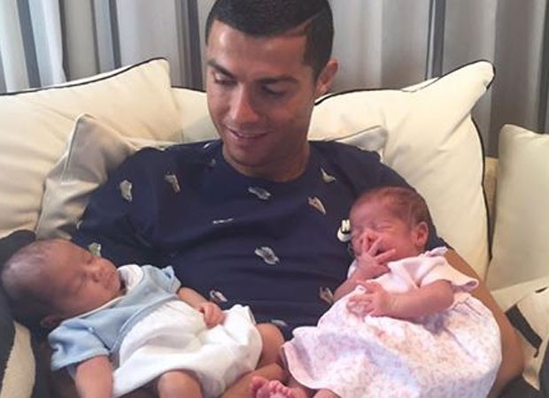 Cristiano Ronaldo e os gêmeos (Foto: Reprodução)