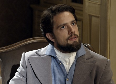 Felipe interroga Pedro, mas é surpreendido pelo criado