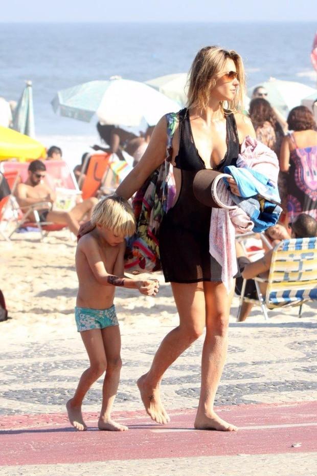 Fernanda Lima com o filho (Foto: J.Humberto / AgNews)
