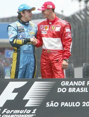 Fernando Alonso e Michael Schumacher no GP do Brasil de 2006 (Foto: Getty Images)