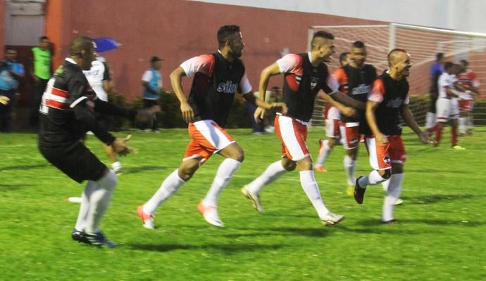 Banco do River-PI comemorando gol contra o 4 de Julho (Foto: Josiel Martins )