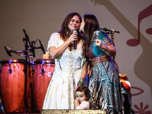 Laura com a mãe Mariana Belém e a avó Fafa de Belém (Foto: Manuela Scarpa/ Foto Rio News)