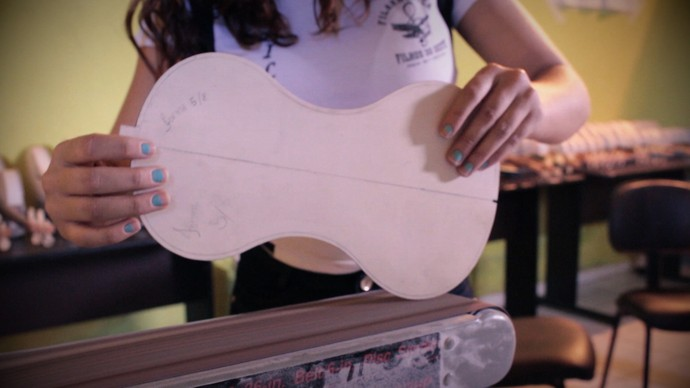 Filarmônica de Angical confecciona instrumentos com tubos PVC (Foto: TV Bahia)