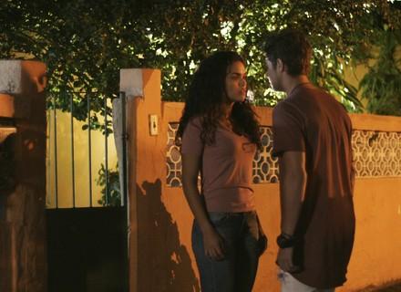 Stefany termina com Léo e deixa o cantor arrasado