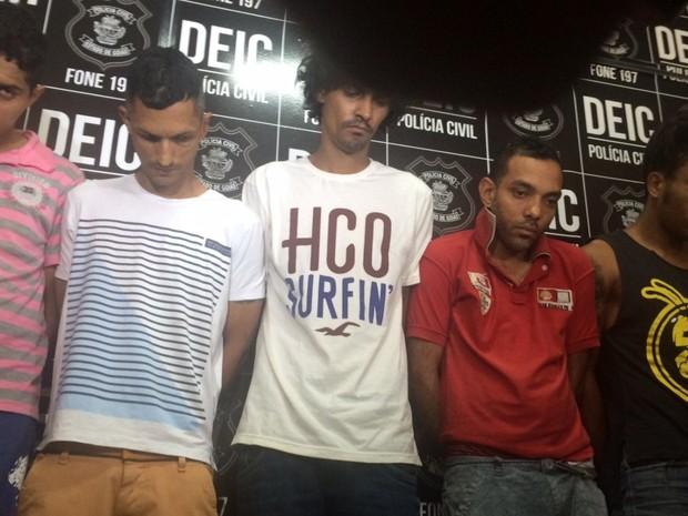 Grupo foi preso suspeito de ajudar a operar golpe dado de dentro das cadeias de Goiás (Foto: Murillo Velasco/G1)