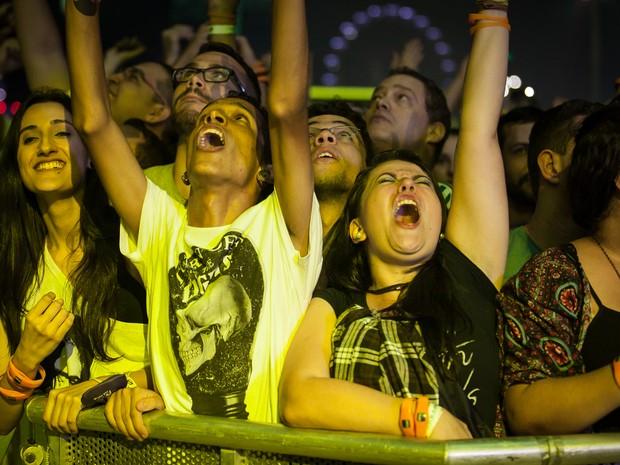 Público na grade do Palco Mundo nesta sexta (18) (Foto: Fabio Tito/G1)