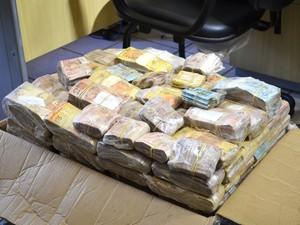 Dinheiro ficará guardado até que seja concluído o inquérito que investiga o caso. (Foto: Adonias Silva/G1)