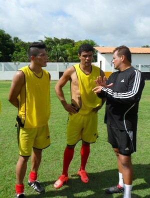 Charles, Paty e Rayro no CT do Santa Cruz de Cuiarana (Foto: Divulgação)