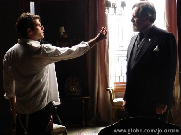 Franz descobre sobre carta falsa e diz a Ernest que vai sair de casa (Foto: Joia Rara/ TV Globo)