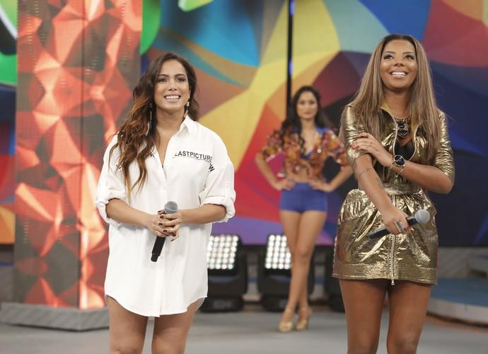 Anitta e Ludmilla no palco do Domingão (Foto: Fábio Rocha/Gshow)