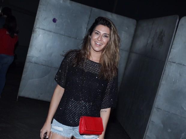 Fernanda Paes Leme em show na Zona Oeste do Rio (Foto: Anderson Borde e Marcello Sá Barretto/ Ag. News)