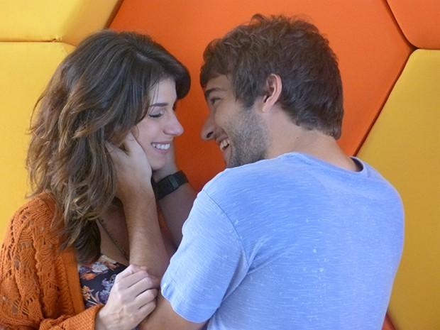 """Manuela Yanes e Davi Reis no momento """"in love""""! (Foto: Fato na Rede)"""