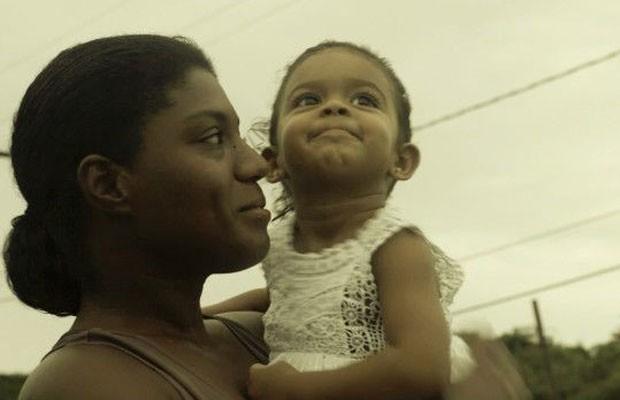 Mães como Monique (foto) reclamam de solidão e dificuldades financeiras durante período final da gestação, em Recife (Foto: Emilia Silberstein/BBC)
