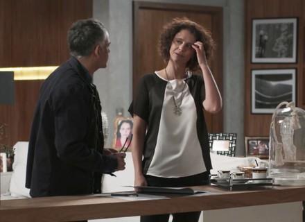 Marta recebe proposta de trabalho