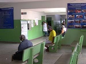 Pacientes alegam que faltam profissionais para atender em Cais, em Goiânia, Goiás (Foto: Reprodução/TV Anhanguera)