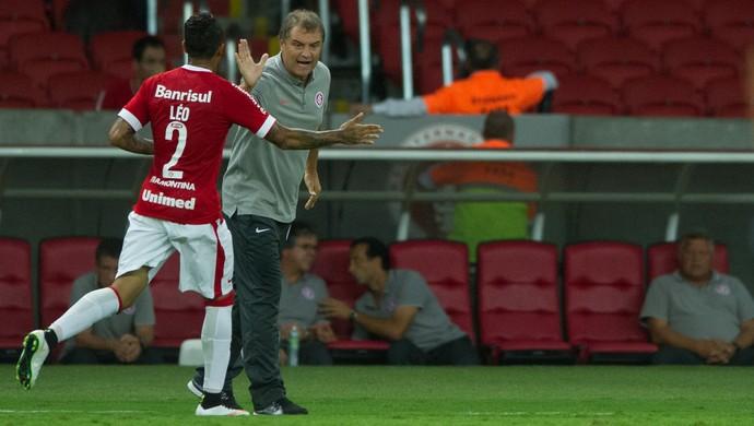 Diego Aguirre e Léo (Foto: Alexandre Lops / Inter, DVG)