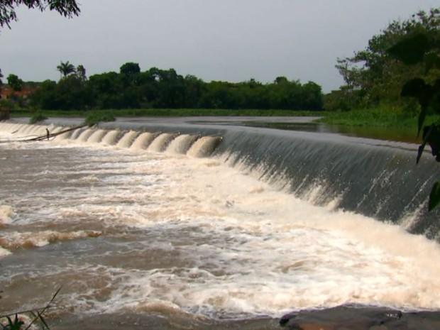 Paisagem da Cachoeira de Emas em Pirassununga antes da seca (Foto: Reprodução/EPTV)