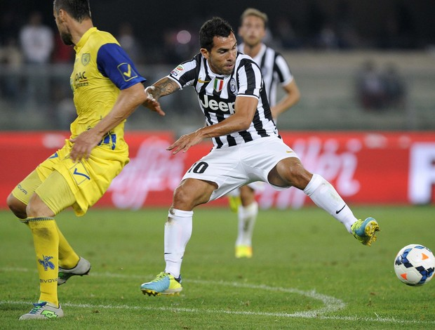Tevez no clássico entre Juventus e Torino (Foto: Reuters)