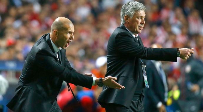 Zidane e Carlo Ancelotti Real Madrid e Atlético de Madrid (Foto: Agência Reuters)